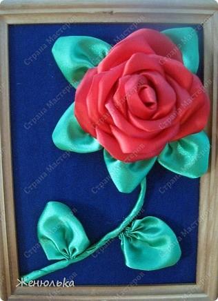 Эти розы  делала в подарок маме на выпускной за то, что она воспитала меня, такую хорошую))))) Когда приклеила, тогда и заметила, что слишком далеко цветочки друг от друга, но было слишком поздно.   фото 2