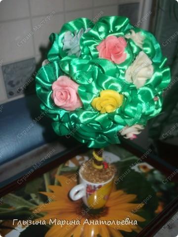"""Как победила """"ХФ"""", налепила розочек.  Сразу решила  сделать цветочное деревце.  Вот представляю вам его. фото 1"""
