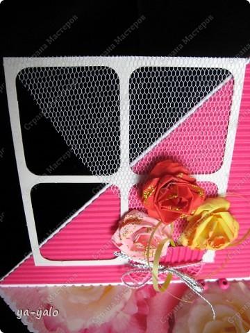 Хочу представить Вашему вниманию КОКТЕЙЛЬ из РОЗ. Смешение техник и применения бумажной розовой продукции. Дачный сезон подходит к концу, и я хочу показать, какие я вырастила РОЗЫ. Спешу!!!! Потому что Люда, недавно приехавшая с дачи, придавит))))))) меня своими цветочными шедеврами. ЖИВЫМИ!!! А я вам хочу показать бумажные. Надеюсь, они вас тоже не разочаруют фото 8