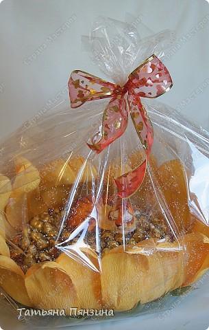 Состав: авторская фигурка из полимерной глиныыы, шоколадные конфеты 3 видов, , флористические материалы и большое желание порадовать.  фото 4