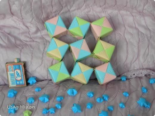 Здравствуйте, хочу показать вам мои работы и ссылки на МК, по которым я их делала. К сожалению, слишком долго было их искать на этом сайте.   Итак, описываю,изображённые на фото, предметы слева-направо.  На этом фото: Модульный кубик ( http://stranamasterov.ru/node/53243?tid=451%2C850 ) Журавлики ( http://www.loveorigami.info/origami.php?model=147 ) Модульный кубик ( http://stranamasterov.ru/node/227280 ) Модульный кубик ( http://stranamasterov.ru/node/216050?tid=451%2C850 )    и     ( http://stranamasterov.ru/node/208803?tid=451%2C560 ) Модульная роза-куб ( http://stranamasterov.ru/node/131766?tid=451%2C560 )  фото 6