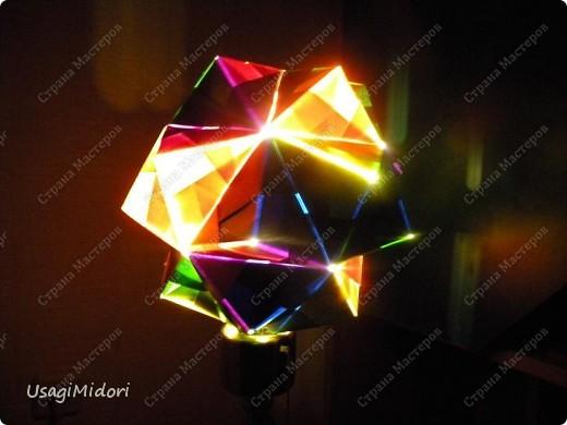 Здравствуйте, хочу показать вам мои работы и ссылки на МК, по которым я их делала. К сожалению, слишком долго было их искать на этом сайте.   Итак, описываю,изображённые на фото, предметы слева-направо.  На этом фото: Модульный кубик ( http://stranamasterov.ru/node/53243?tid=451%2C850 ) Журавлики ( http://www.loveorigami.info/origami.php?model=147 ) Модульный кубик ( http://stranamasterov.ru/node/227280 ) Модульный кубик ( http://stranamasterov.ru/node/216050?tid=451%2C850 )    и     ( http://stranamasterov.ru/node/208803?tid=451%2C560 ) Модульная роза-куб ( http://stranamasterov.ru/node/131766?tid=451%2C560 )  фото 8