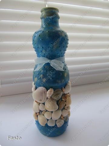 Начнем с бутылки, идею которой я нагло украла у Натальи Тихоновой. Надеюсь, вы меня простите. ^^ Бутылку делала для мамы (подарок просто так, без повода)), чему она было очень рада. Сейчас ничего не наливает в бутылку, она стоит как украшение на полочке :) фото 5