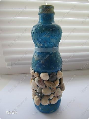 Начнем с бутылки, идею которой я нагло украла у Натальи Тихоновой. Надеюсь, вы меня простите. ^^ Бутылку делала для мамы (подарок просто так, без повода)), чему она было очень рада. Сейчас ничего не наливает в бутылку, она стоит как украшение на полочке :) фото 6