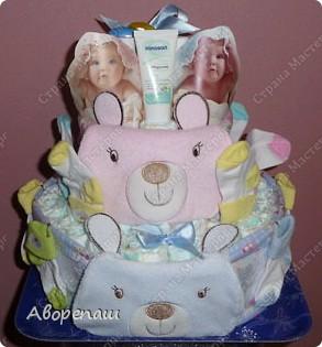 Подружке на рождение двойняшек сделала такой вот подарок! А точнее, она мне подарок сделала...: я так давно мечтала сделать тортик из памперсов, но не было повода. И вот подружка удружила))) Спасибо ей! фото 1