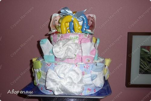 Подружке на рождение двойняшек сделала такой вот подарок! А точнее, она мне подарок сделала...: я так давно мечтала сделать тортик из памперсов, но не было повода. И вот подружка удружила))) Спасибо ей! фото 4