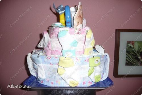 Подружке на рождение двойняшек сделала такой вот подарок! А точнее, она мне подарок сделала...: я так давно мечтала сделать тортик из памперсов, но не было повода. И вот подружка удружила))) Спасибо ей! фото 5