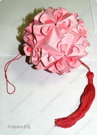 Руки все складываю и складываю! Остановиться невозможно!  Моя первая кусудама по схеме от Tanya Vysochina, Модель: Kiss of Sakura. Впервые увидела ее http://stranamasterov.ru/node/212506 Видео: http://www.youtube.com/watch?v=HH-qzrGFZYc фото 1
