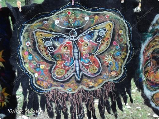 В прошлые выходные ездили на фестиваль к Дню города Тианетоба, за 65 км от Тбилиси.Там была традиционная выставка-продажа, концерт, угощенья. Можно было посмотреть как делают хинкали, жарят барашка, покататься верхом на лошади. Но это все в следующем репортаже, а сейчас - коврики :) фото 4