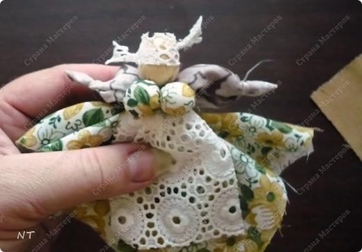 """Такую куклу - оберег """"Сударушка""""можно сделать вместе с детьми и очень быстро. фото 17"""