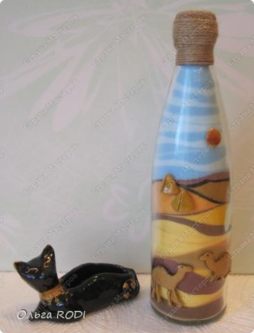 Всем доброго времени суток! Вот такой наборчик на египетскую тему у меня получился. Кошку-подставку я уже показывала  http://stranamasterov.ru/node/194583 . А насыпушку с пустынными мотивами делала впервые. Рисунок верблюдов из соли побоялась делать, поэтому я их слепила из любимого солёного теста.  фото 1