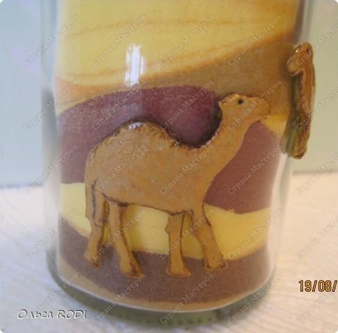 Всем доброго времени суток! Вот такой наборчик на египетскую тему у меня получился. Кошку-подставку я уже показывала  http://stranamasterov.ru/node/194583 . А насыпушку с пустынными мотивами делала впервые. Рисунок верблюдов из соли побоялась делать, поэтому я их слепила из любимого солёного теста.  фото 7