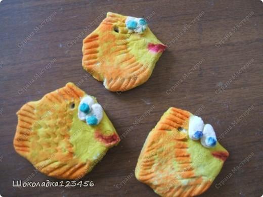 Тесто изготовлено по МК http://www.how-to-do.ru/page.php?id=60 Рыбки на этих фото не лакированы.Не успели они высохнуть как всех раздарила.В готовом виде к сожалению фоток нет. фото 5