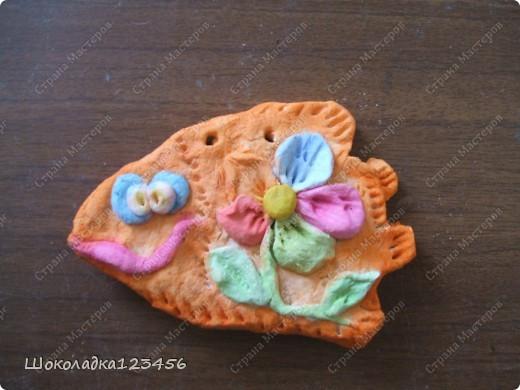 Тесто изготовлено по МК http://www.how-to-do.ru/page.php?id=60 Рыбки на этих фото не лакированы.Не успели они высохнуть как всех раздарила.В готовом виде к сожалению фоток нет. фото 2