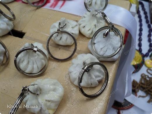 Продолжаем ходить по выставке-продаже на фестивале г. Тианетоба, 65 км. от Тбилиси. На этот раз ближе посмотрим грузинские сувениры, а также - поделки местных мастеров. фото 5