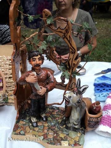 Продолжаем ходить по выставке-продаже на фестивале г. Тианетоба, 65 км. от Тбилиси. На этот раз ближе посмотрим грузинские сувениры, а также - поделки местных мастеров. фото 1