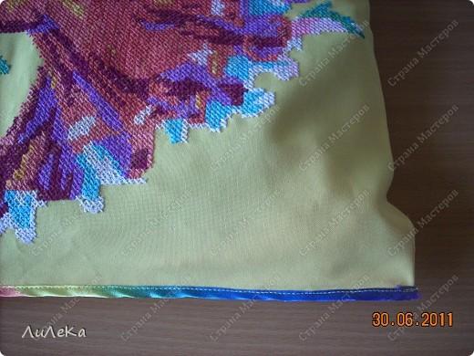 """Мои """"лоскутные подушки"""" можно посмотреть здесь http://stranamasterov.ru/node/229237   А сейчас я покажу вам подушки (или наволочки к ним), которые украшены вязанными крючком деталями. фото 6"""