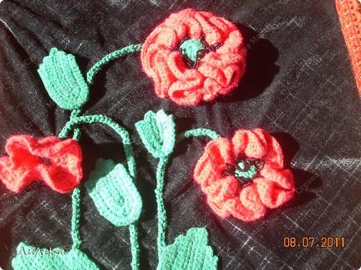 """Мои """"лоскутные подушки"""" можно посмотреть здесь http://stranamasterov.ru/node/229237   А сейчас я покажу вам подушки (или наволочки к ним), которые украшены вязанными крючком деталями. фото 3"""