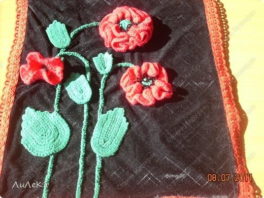 """Мои """"лоскутные подушки"""" можно посмотреть здесь http://stranamasterov.ru/node/229237   А сейчас я покажу вам подушки (или наволочки к ним), которые украшены вязанными крючком деталями. фото 2"""