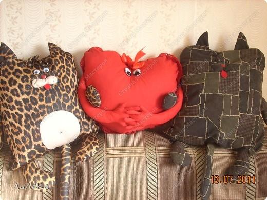 Ну, что ж... Давайте знакомиться! Так как я знала, что с нами будут дети, то.... Решено было для них сделать забавные подушки. фото 1