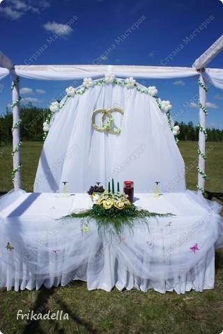 На дворе вовсю пляшут свадьбы, потому не удержалась и решила поставить таки фотографии наших свадебных и не только работ по декору праздников: фото 21