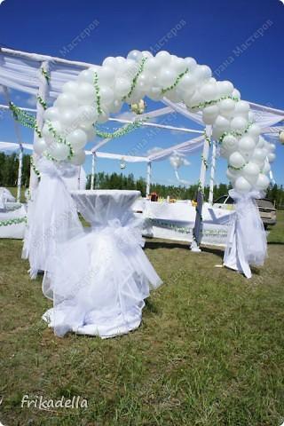 На дворе вовсю пляшут свадьбы, потому не удержалась и решила поставить таки фотографии наших свадебных и не только работ по декору праздников: фото 20