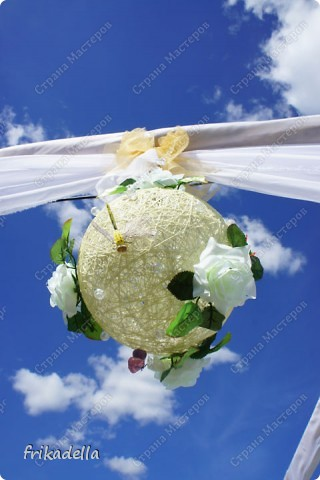 На дворе вовсю пляшут свадьбы, потому не удержалась и решила поставить таки фотографии наших свадебных и не только работ по декору праздников: фото 19