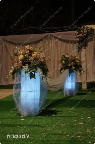 На дворе вовсю пляшут свадьбы, потому не удержалась и решила поставить таки фотографии наших свадебных и не только работ по декору праздников: фото 7