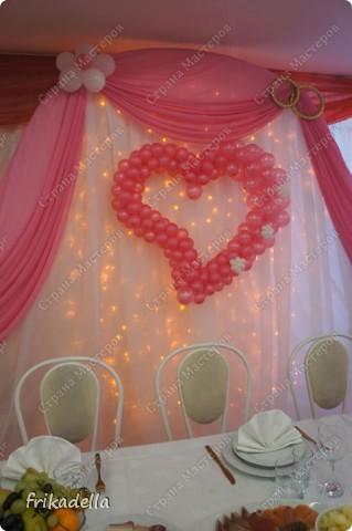 На дворе вовсю пляшут свадьбы, потому не удержалась и решила поставить таки фотографии наших свадебных и не только работ по декору праздников: фото 1