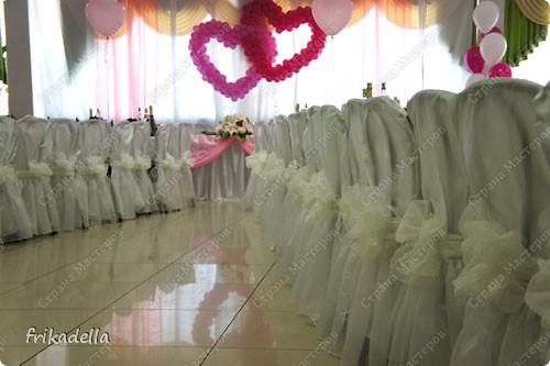 На дворе вовсю пляшут свадьбы, потому не удержалась и решила поставить таки фотографии наших свадебных и не только работ по декору праздников: фото 26