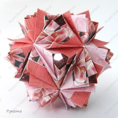 Всем привет! Снова я с кусудамами Маши Синайской :))  Первая известна уже многим.  Name: Etna Designer: Maria Sinayskaya Parts: 30 Paper: 3.25*6.5 cm Final height: ~ 6 cm Бумага офисная+принт Схема - http://goorigami.com/diagrams/etna-kusudama фото 3