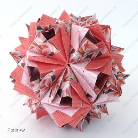 Всем привет! Снова я с кусудамами Маши Синайской :))  Первая известна уже многим.  Name: Etna Designer: Maria Sinayskaya Parts: 30 Paper: 3.25*6.5 cm Final height: ~ 6 cm Бумага офисная+принт Схема - http://goorigami.com/diagrams/etna-kusudama фото 1