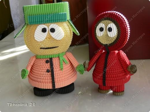 Знакомьтись Кайл и Кенни герои мультика Южный парк. Сделаны из гофрированных полосок. фото 1