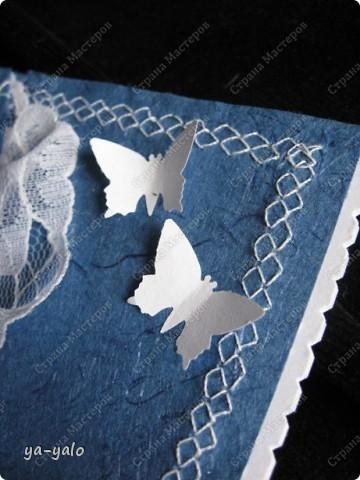Увидела у Светы Салтыковой, а потом у АленыАлександровны открытки с полукругами. Вот - мой вариант такой открытки. Основа - бумага для акварели, синяя - индийская бумага (лицевая и обратная сторона). Розочку сделала из органзы, так же, как делаем розочку из бумажной полосы. фото 10