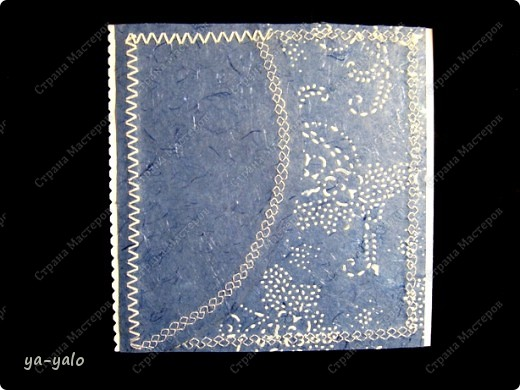 Увидела у Светы Салтыковой, а потом у АленыАлександровны открытки с полукругами. Вот - мой вариант такой открытки. Основа - бумага для акварели, синяя - индийская бумага (лицевая и обратная сторона). Розочку сделала из органзы, так же, как делаем розочку из бумажной полосы. фото 2