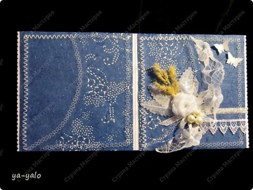 Увидела у Светы Салтыковой, а потом у АленыАлександровны открытки с полукругами. Вот - мой вариант такой открытки. Основа - бумага для акварели, синяя - индийская бумага (лицевая и обратная сторона). Розочку сделала из органзы, так же, как делаем розочку из бумажной полосы. фото 3