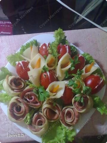 ингредиенты (слои): чернослив, грецкий орех, курица отварная, майонез,грибы (шампиньоны обжаренные с луком)(можно любые грибы), сыр тертый, майонез, яйцо перетертое на терке фото 3