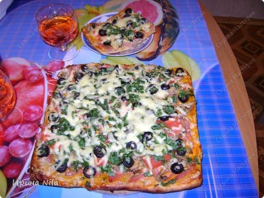 Было хорошее настроение и решили мы с подругой испечь пиццу... Тесто использовали слоеное, его размораживали. Это мы нарезали, фото 4