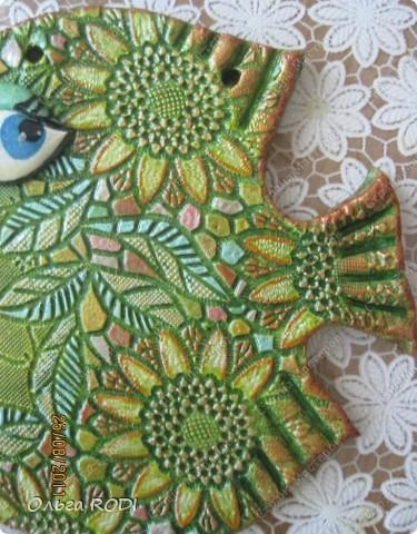 Всем доброго времени суток! Продолжаю экспериметировать с фактурным отпечатыванием и цветом.... И вот какая гламурная дамочка-рыбка у меня получилась! фото 2