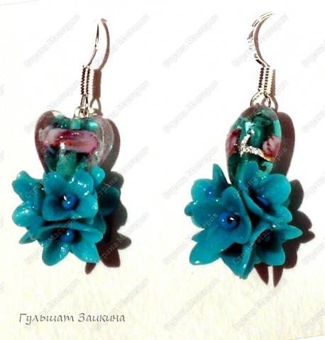 Шарики из цветочков, бусины-лэмпворк и серебряные швензы фото 1
