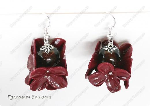 Шарики из цветочков, бусины-лэмпворк и серебряные швензы фото 4
