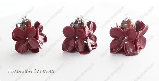Шарики из цветочков, бусины-лэмпворк и серебряные швензы фото 5