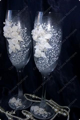 Решила вам показать свадебные бокалы украшенные мною . Очень благодарна за вдохновение Олесе Ф. и Саровочке, ее идея с птицами- просто великолепна. Смотрите что у меня получилось. фото 2