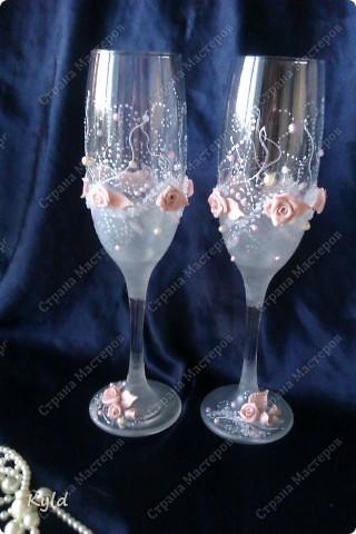 Решила вам показать свадебные бокалы украшенные мною . Очень благодарна за вдохновение Олесе Ф. и Саровочке, ее идея с птицами- просто великолепна. Смотрите что у меня получилось. фото 5