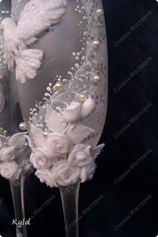 Решила вам показать свадебные бокалы украшенные мною . Очень благодарна за вдохновение Олесе Ф. и Саровочке, ее идея с птицами- просто великолепна. Смотрите что у меня получилось. фото 7