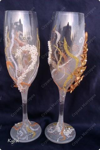 Решила вам показать свадебные бокалы украшенные мною . Очень благодарна за вдохновение Олесе Ф. и Саровочке, ее идея с птицами- просто великолепна. Смотрите что у меня получилось. фото 11