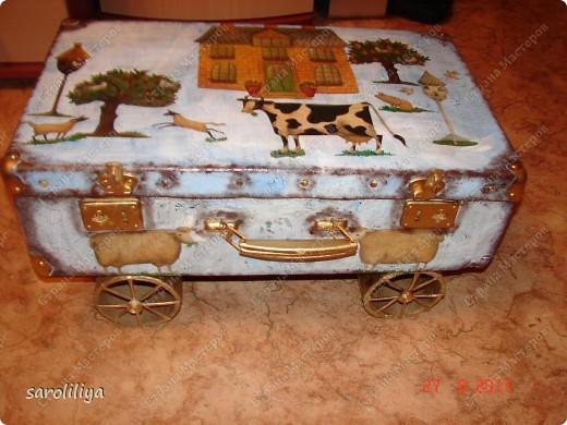 Вот такой чемодан у меня получился, а как я его оформила описываю ниже: фото 14