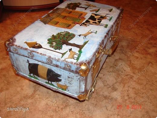 Вот такой чемодан у меня получился, а как я его оформила описываю ниже: фото 15