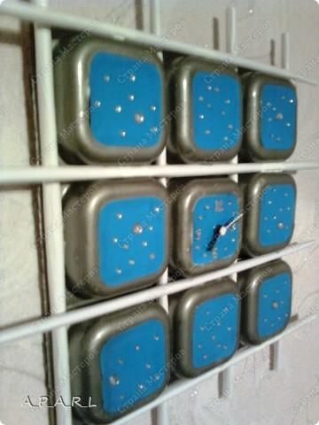 Часы выполнены из коробочек для детского творога фото 2