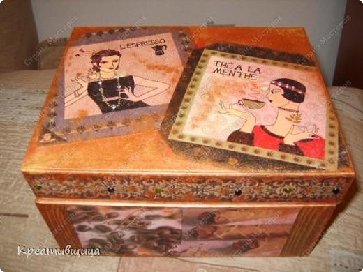 Была просто  коробка -стала домиком для чайных пакетиков))) фото 1